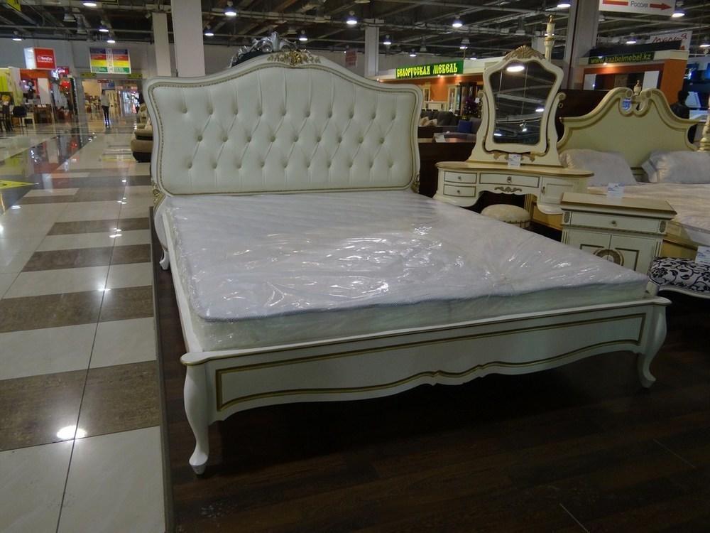 Кровать королевская rose