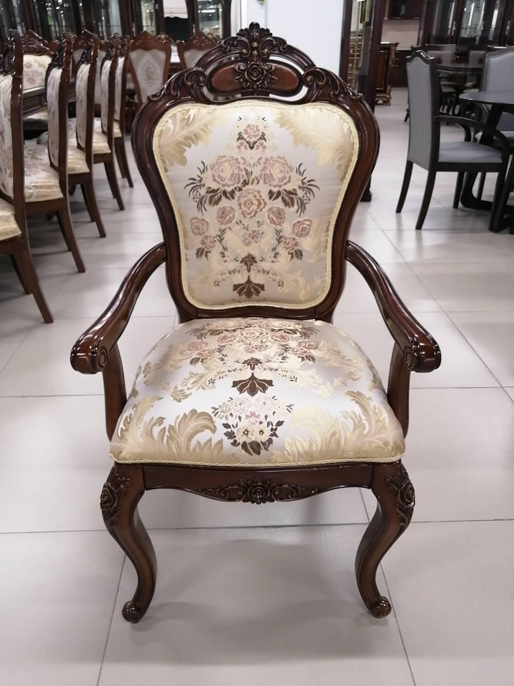 """Гостиная """"8069"""" стол, 12 стульев и 2-х дверная витрина"""