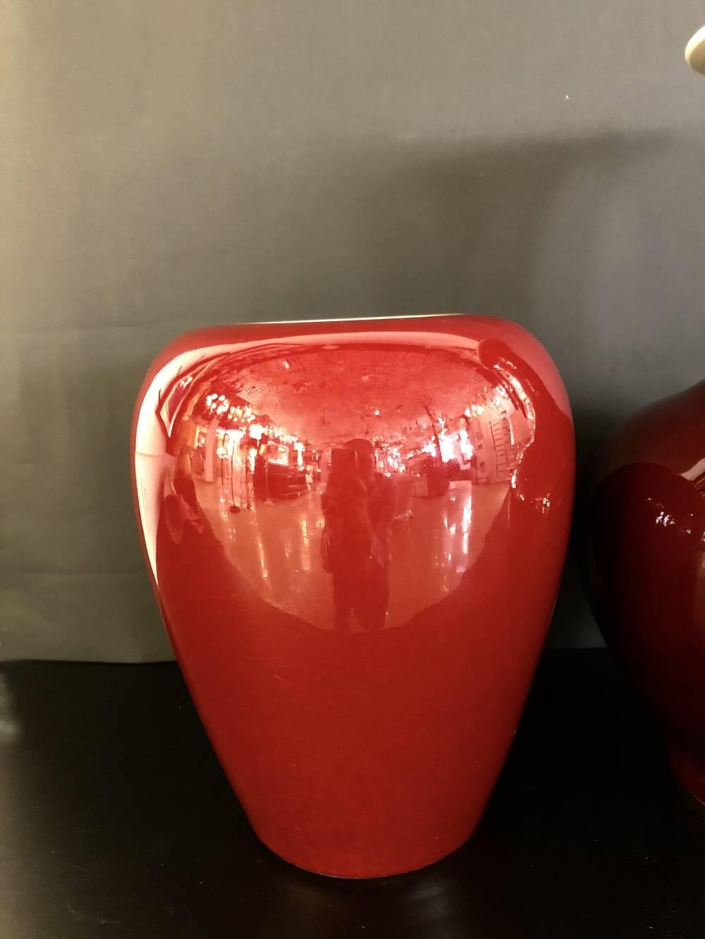 вазы каменные красные