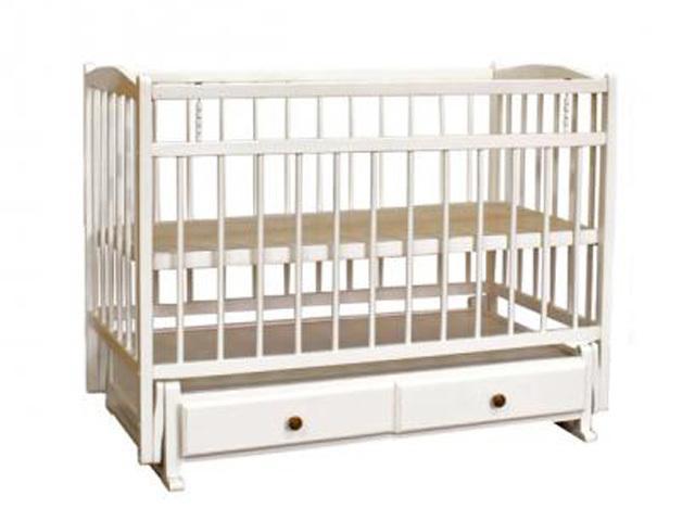 Детская кровать-манеж с нижними выдвижными полками