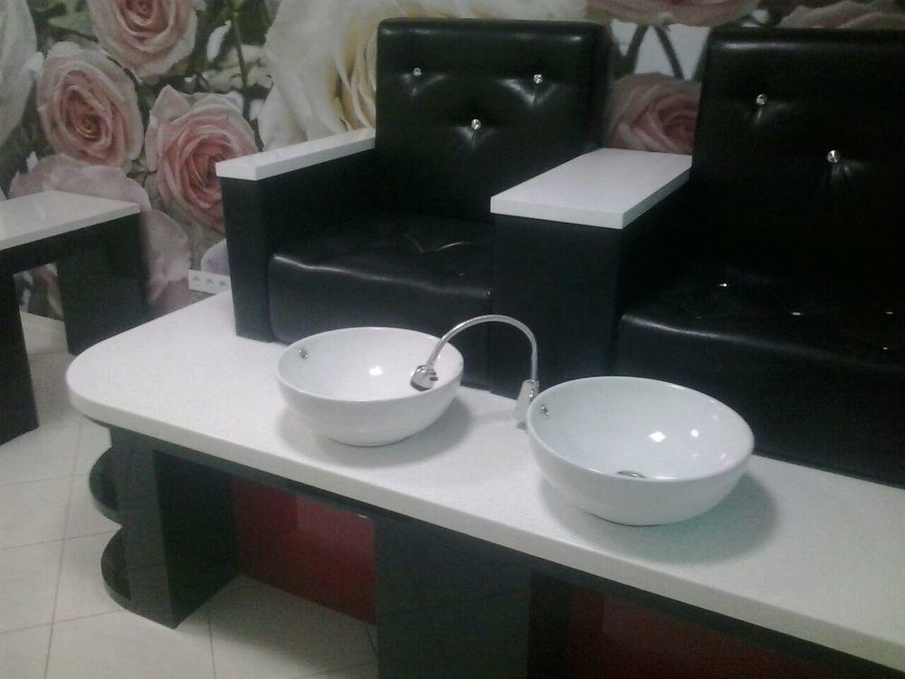 Педикюрный столик в салон красоты