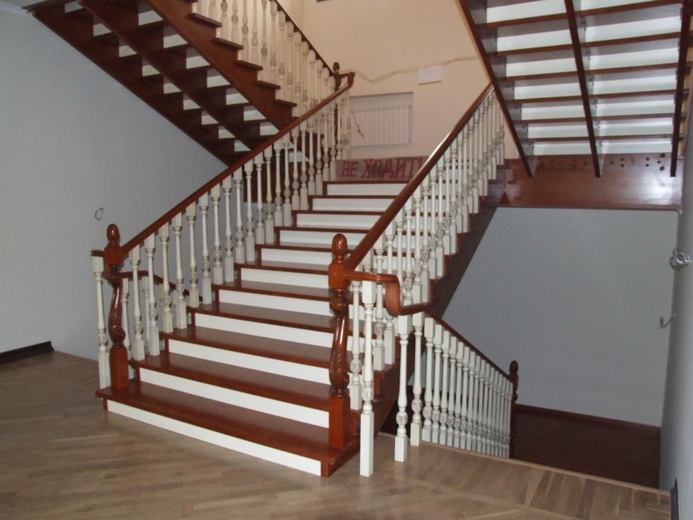 Лестница классическая, комбинированная