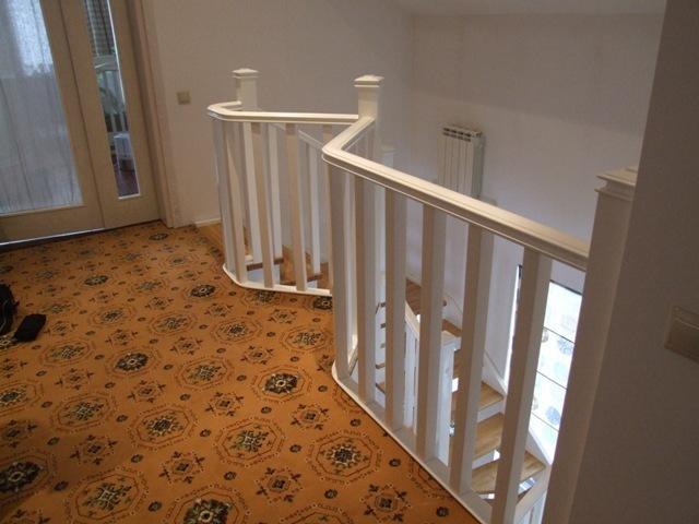 Лестница классическая открытая, комбинированная