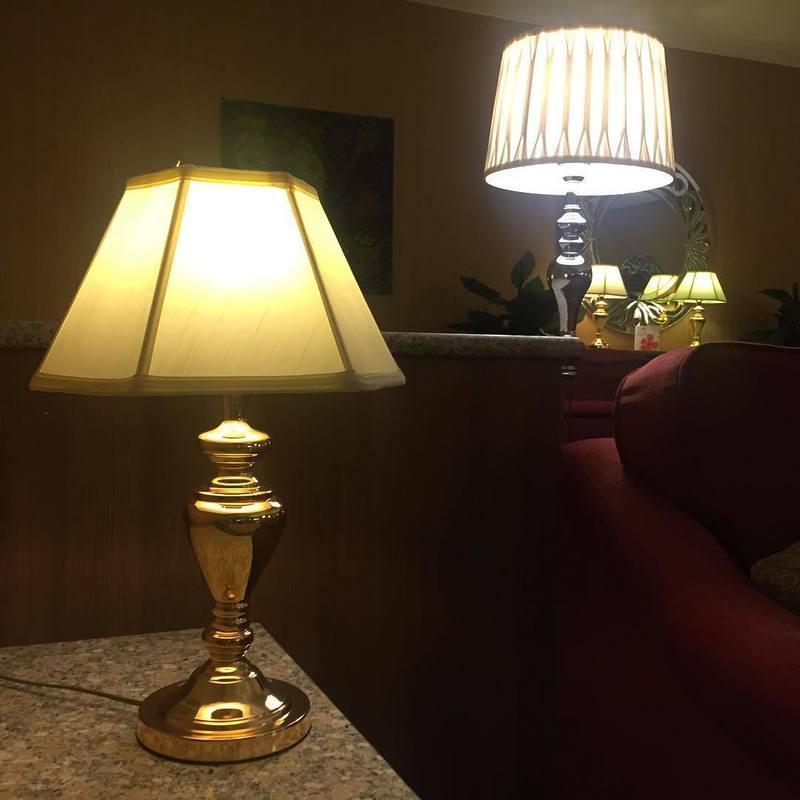 Светильник прикроватный